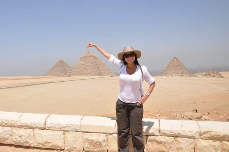 Een piramide aanraken