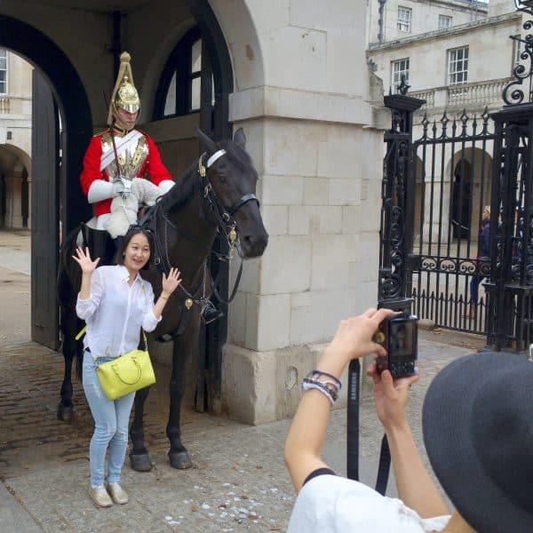 Poseren met een Londense wachter