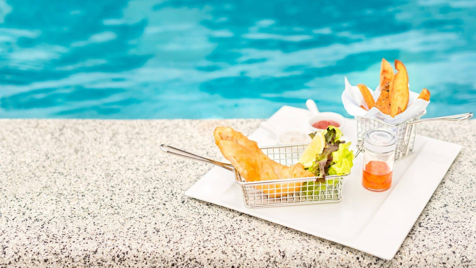 Fish and chips bij het zwembad
